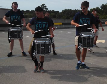 pairs of snares posture for breakdown feature